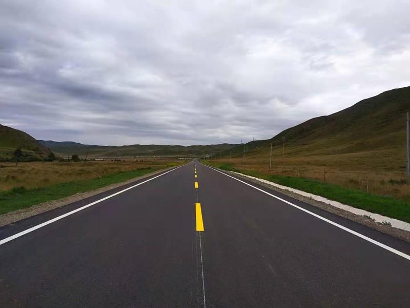 省道308线大角满(青甘界)至瓜什则段公路改建工程沥青混凝土路面全面贯通